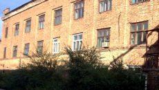 Нежилое кирпичное здание