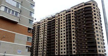 Строящийся многоэтажный дом